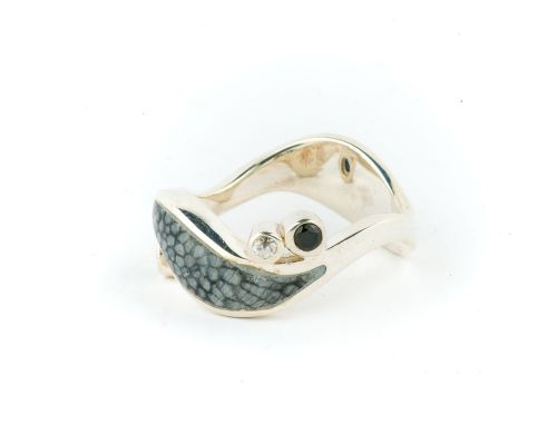 Alaska Sea Coral Ladies Wave Ring With 4 Stones